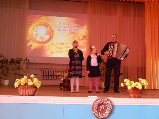 Праздничное выступление клуба по интересам «Сударушка» в День пожилого человека