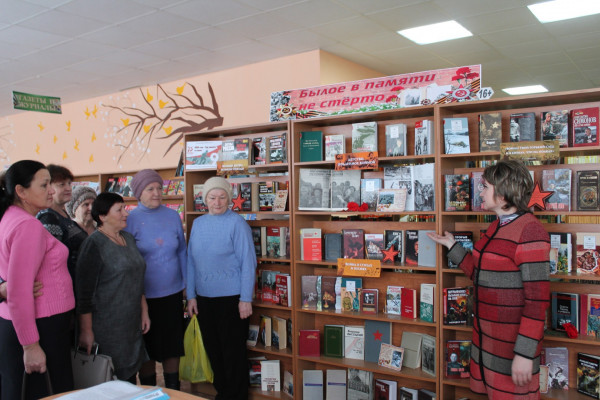 Обзор – беседа у книжной выставки «Былое в памяти не стерто»